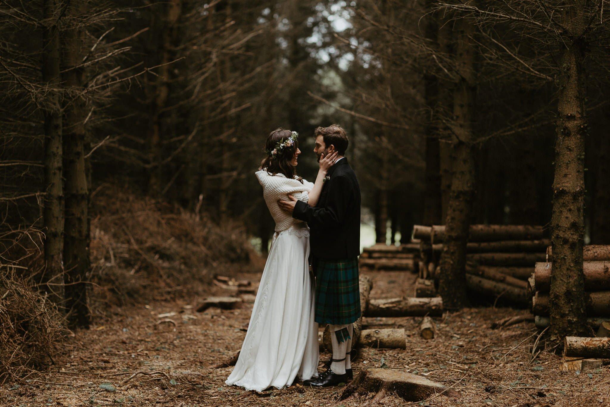 relaxed-backyard-wedding