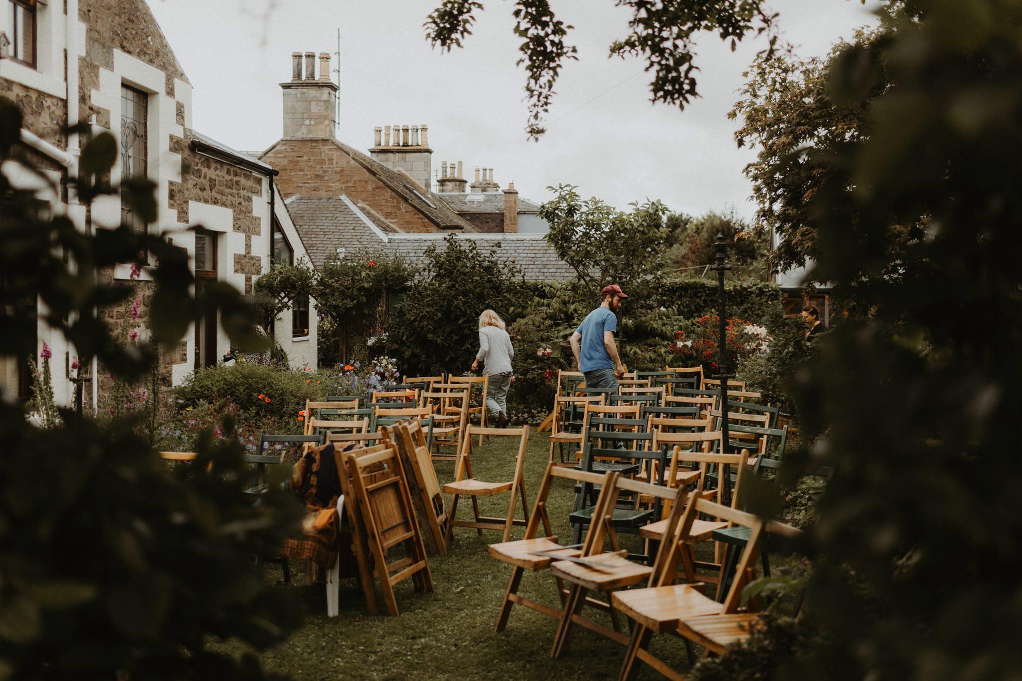 relaxed backyard wedding 007